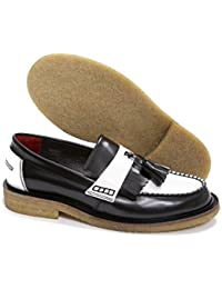 26c67131be09 Delicious Junction Rude Boy schwarz   weiß Leder Slip auf quaste Slipper  mit Crepe Sohle