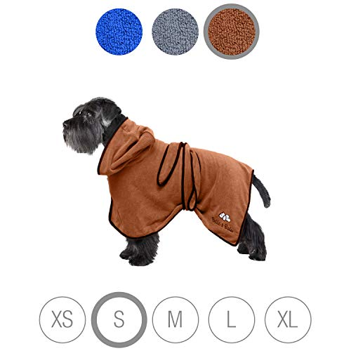 Bella & Balu Hundebademantel aus Mikrofaser – Saugfähiger Hunde Bademantel zum Trocknen nach dem Baden, Schwimmen oder Spaziergang im Regen (S | Braun)