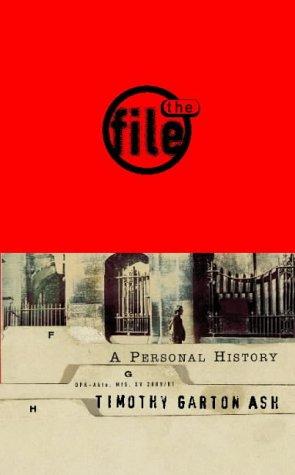 The File: A Personal History por Timothy Garton Ash