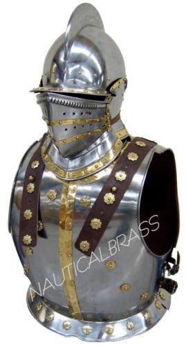 Cavaliere medievale armatura pettorale con bergonet Casco
