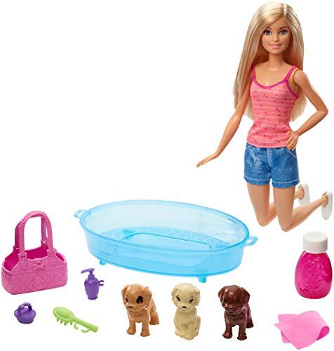 Barbie GDJ37 - Hundebad Spielset mit Puppe und drei Welpen sowie Zubehör, Puppen Spielzeug ab 3 Jahren