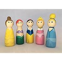 Princesas de madera pintadas a mano para jugar, decorar el dormitorio o como muñecos para tarta de cumpleaños. Peg Dolls.
