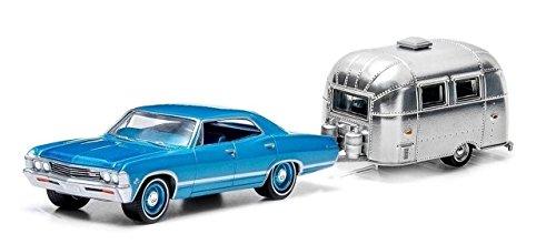 chevrolet-impala-sport-sedan-met-light-blue-and-airstream-16-bambi-1967-model-car-ready-made-greenli