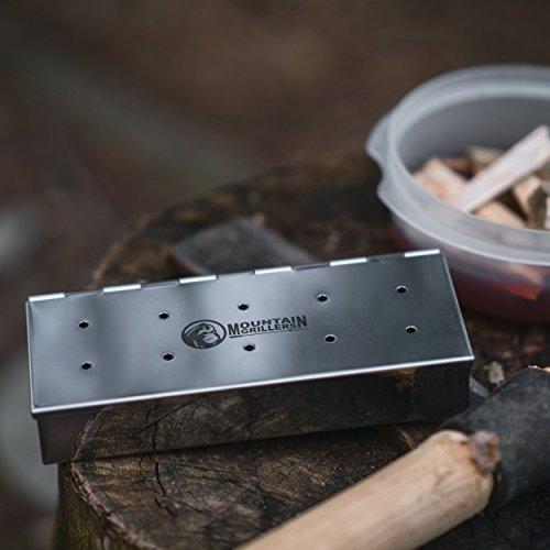 41CRgEHiW%2BL - Räucherbox für BBQ aus Edelstahl - Smoke Box für Ein Tolles Aroma Beim Grillen - Für Gasgrill, Kohlegrill und Kugelgrill - Grillzubehör Zum Räuchern - mit Klappdeckel Zum Leichten Öffnen