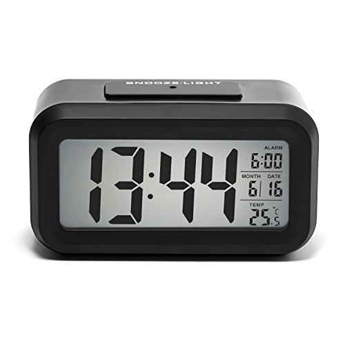 iProtect batteriebetriebener Digital-Wecker mit extra großem Display, Snooze, Datumsanzeige, Temperatur und Lichtsensor in schwarz