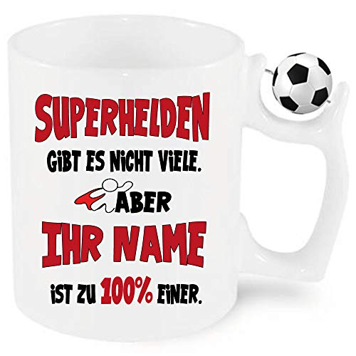 Fussball Namenstasse Männer/Frauen Superheld/Superheldinnen zb. mit Celine bedruckt. Einfach Anpassen klicken und den Namen eintragen.