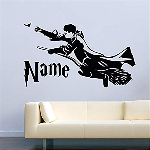 auf einem Besenstiel Custom Name Decor Aufkleber Vinyl Art Home Decor Zitat Boy Room Decals D876 99 x 58 cm ()