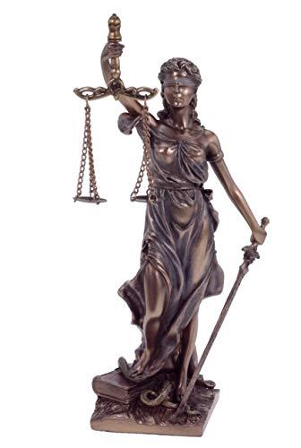 La dama de la justicia lanza