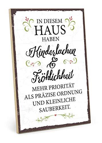 TypeStoff Holzschild mit Spruch - KINDERLACHEN UND FRÖHLICHKEIT - im Vintage-Look mit Zitat als Geschenk und Dekoration zum Thema Familie, Ordnung und Sauberkeit (19,5 x 28,2 cm)