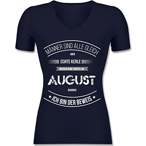 Geburtstag - Echte Kerle Werden IM August Geboren - Tailliertes T-Shirt mit V-Ausschnitt für Frauen Dunkelblau