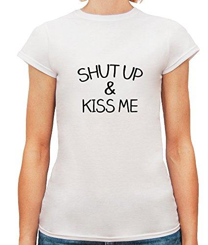 Mesdames T-Shirt avec Shut Up and Kiss Me Funny Slogan Phrase imprimé. Blanc
