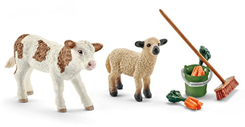 Schleich 41422- Spielzeugfigur, Stallpflege mit Kalb und Schäfchen