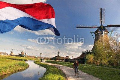 """Alu-Dibond-Bild 120 x 80 cm: """"Windmills with flag of gebraucht kaufen  Wird an jeden Ort in Deutschland"""