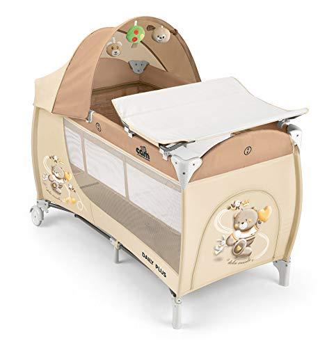 CAM Reisebett DAILY PLUS | Großes Babybett 120x60cm inkl. Wickelauflage, Reisebettmatratze, Rollen & Tragetasche | seitlichem Einstieg | klappbar & kompakt (Häschen grau)
