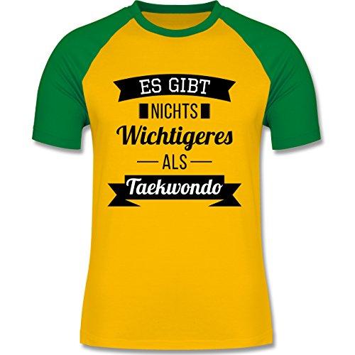 Kampfsport - Es gibt nichts Wichtigeres als Taekwondo - zweifarbiges  Baseballshirt für Männer Gelb/Grün