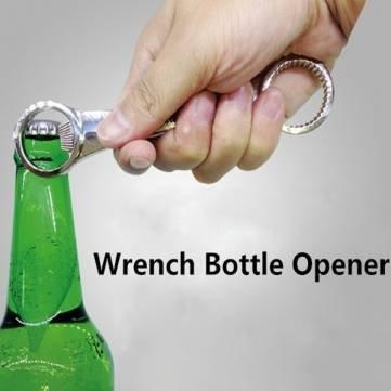 cle-doutils-en-haut-de-barre-doutils-de-cuisine-de-la-biere-ouvre-bouteille