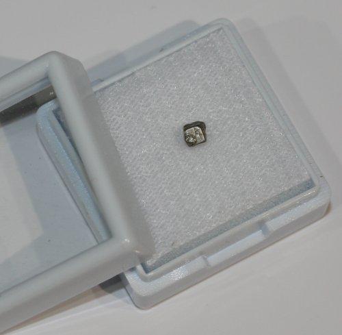 Natürlicher Platin - Kristall ! RARITÄT ! als Nugget, ca. 3-4 mm groß im Glasdeckel-Etui