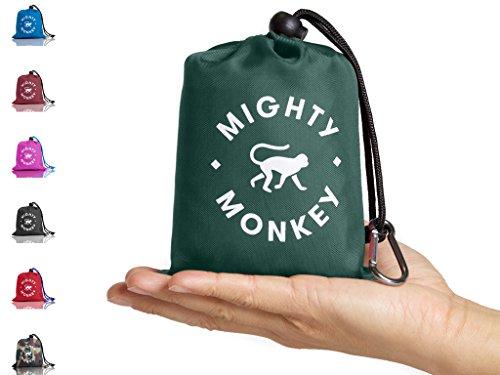 MIGHTY MONKEY Taschen-Decke für Unterwegs mit Ecktaschen zum Beschweren, Regenhaube, Innentasche mit Reißverschluss für Wertgegenstände und Karabinern | Wasserdicht und durchstoßfest | 160 x 142 cm
