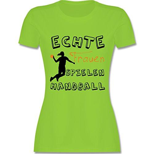 Handball - Echte Frauen Spielen Handball - tailliertes Premium T-Shirt mit Rundhalsausschnitt für Damen Hellgrün