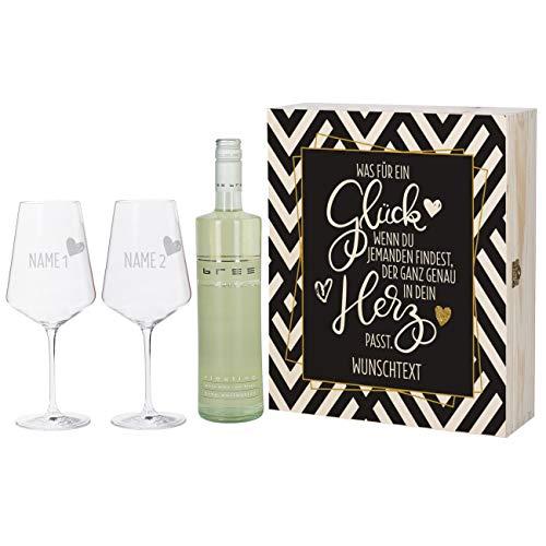 Herz & Heim® Bree Weingeschenk zur Hochzeit mit 2 gravierten Leonardo Weingläsern und Bree Wein zur Auswahl in Weinkiste mit Aufdruck Weiß
