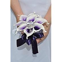 Morado Vermeer Lily w/vestido de dama de honor es broche con forma de ramo