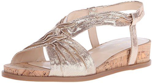 Nine West Manwella Metallic-Kleid Sandale Light Gold