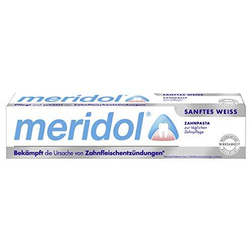 Aktivkohle Pulver zur natürlichen Zahnaufhellung