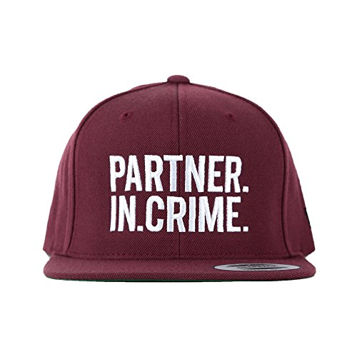 *Snapback PARTNER.IN.CRIME. Color Bordeaux*