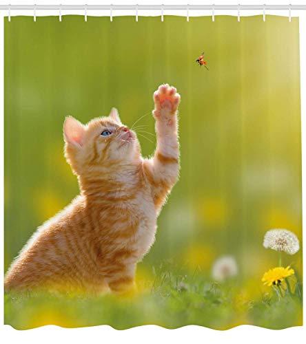 Nyngei Cat Decor Duschvorhang Animal Theme Eine Katze auf der Jagd nach einem Marienkäfer Gras Löwenzahn Digitaldruck Stoff Badezimmer Dekor Set mite gelb grün (Marienkäfer Duschvorhang)