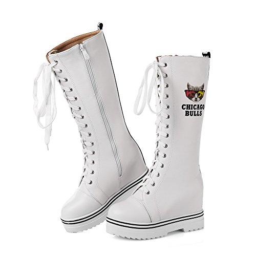 AllhqFashion Damen Gemischte Farbe Pu Leder Hoher Absatz Rund Zehe Stiefel mit Metallisch Weiß