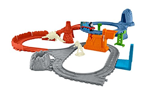 Thomas & Friends FBC62 Dino Delivery, Thomas the Tank Engine Toy Train Set, Adventures Toy Trainset, 3 Year Old