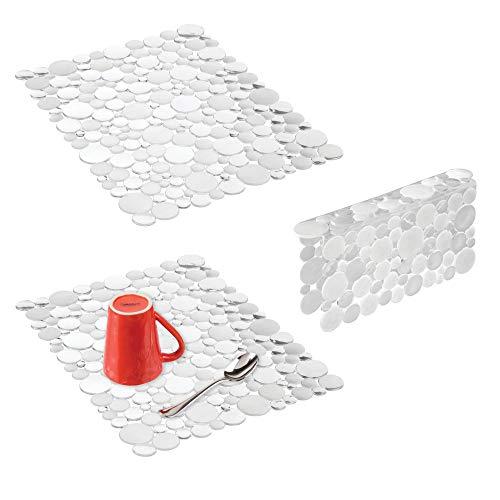mDesign Juego de 3 escurreplatos grandes de plástico – Práctica rejilla para fregadero que protege de arañazos – Protector de fregadero para fregaderos dobles – transparente