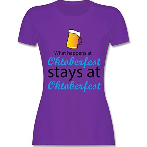 Oktoberfest Damen - What happens at Oktoberfest - tailliertes Premium T-Shirt mit Rundhalsausschnitt für Damen Lila