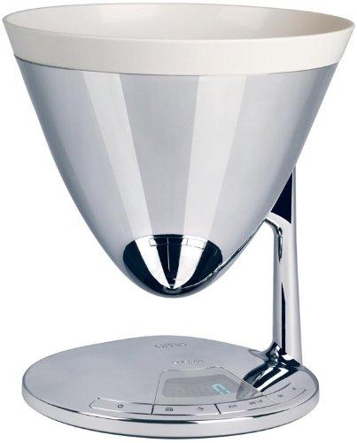 Uma bilancia e timer, nella versione cromata. Un oggetto, due funzioni. Uma è la bilancia elettronica da cucina completa di dispositivo timer.