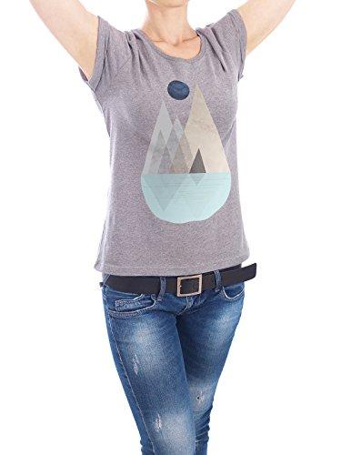 """Design T-Shirt Frauen Earth Positive """"Scandinavian Mountain Scene"""" - stylisches Shirt Abstrakt Geometrie Natur von Linsay Macdonald Grau"""