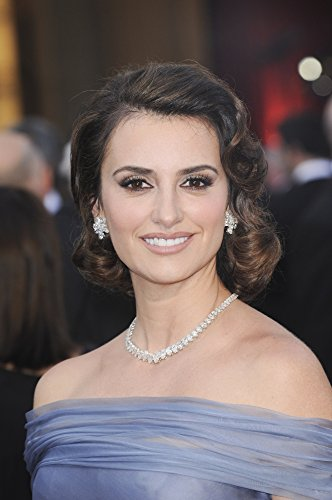 penelope-cruz-wearing-chopard-jewelry-at-arrivals-for-the-84th-annual-academy-awards-oscars-2012-arr