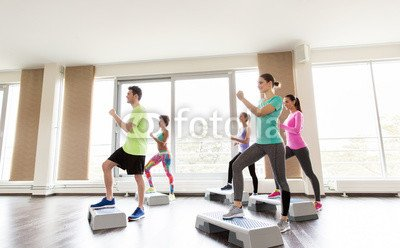 druck-shop24 Wunschmotiv: group of people exercising on steppers in gym #122834325 - Bild als Foto-Poster - 3:2-60 x 40 cm/40 x 60 cm