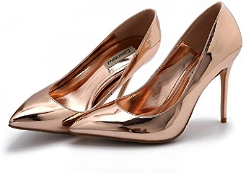Die flachen Schuhe der reizvollen hohen Absätze die flache Schuhe des Sommers beschuhen summte die neuen dünnenö