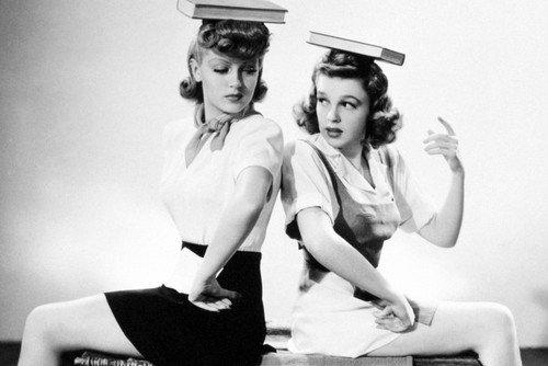 Moviestore Judy Garland als Susan Gallagher unt Lana Turner als Sheila Regan in Ziegfeld Girl 91x60cm Schwarzweiß-Posterdruck -