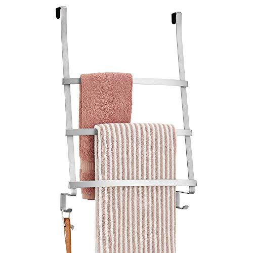 mDesign Türgarderobe - Handtuchhalter ohne Bohren für das Bad - Handtuchleiter zum Hängen mit 3 Stangen und 2 Haken - auch als Flurgarderobe geeignet - silberfarben