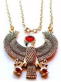 """Dios de sol amuleto egipcio, 48x 48mm, incluye cadena de ancla, oro de 24quilates, 3de cristales de Swarovski.. 're (también llamado """"Ra), es la propia altägyptische Dios Sol. es decir, el sol es el dios y no ha creado un sistema divina, que el s..."""