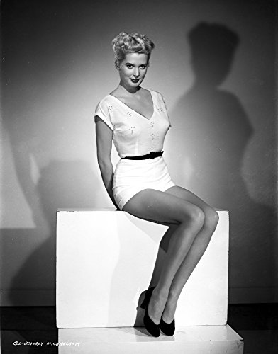The Poster Corp Beverly Michaels Seated in White Dress with Black Heels Photo Print (20,32 x 25,40 cm) -