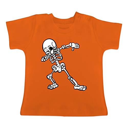 Anlässe Baby - Dabbing Skelett - 1-3 Monate - Orange - BZ02 - Baby T-Shirt Kurzarm