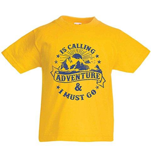 Kinder Jungen/Mädchen T-Shirt Ruft Abenteuer - Familienurlaub Urlaub Kleidung, Bergwandern (3-4 Years Gelb Mehrfarben)