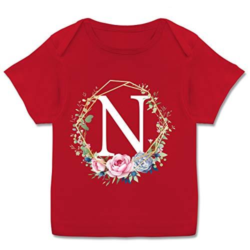 Anfangsbuchstaben Baby - Blumenkranz mit Buchstabe N - 80-86 (18 Monate) - Rot - E110B - Kurzarm Baby-Shirt für Jungen und Mädchen