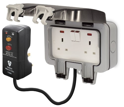 british-general-weatherproof-masterplug-outdoor-power-kit-with-2g-ip66-switched-socket-3m-cable-rcd-