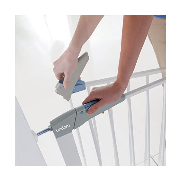 Lindam Sure Shut Axis Pressure Fit Safety Gate 76 - 82 cm, White Lindam Squeeze and lift handle for easy one handed adult opening Four point pressure fit - U shaped power frame provides solid pressure fitting; pressure indicator assures baby gate is installed correctly Also features second lock at the base of the gate 5