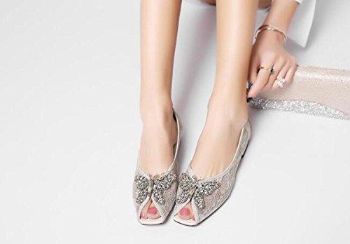 Beauqueen Sandali di nozze Hollow squisita decorazione farfalla Peep Toe Flat Outsoles antiscivolo Donna Casual eleganti Sandali Taglia UE 33-40 White