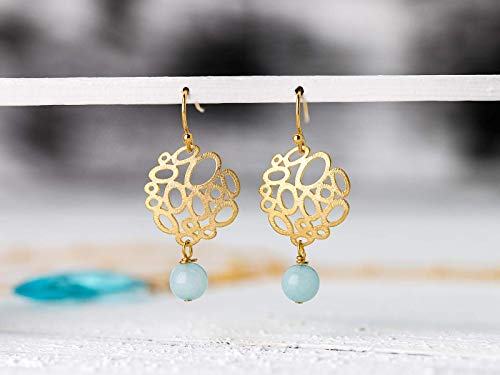 Zierliche leichte Ohrringe/Ohrhänger in türkis und gold: Vergoldete moderne Ohrhänger mit türkis-farbener bis hellblauer Amazonit-Perle, das perfekte Geschenk