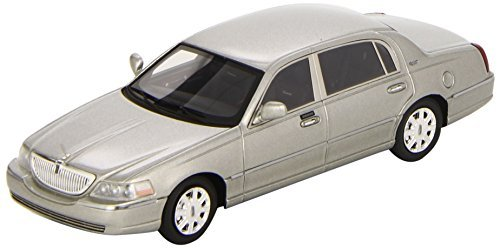 luxury-collectibles-1-43-scale-prefinished-fully-detailed-resin-model-2011-lincoln-town-car-in-silve